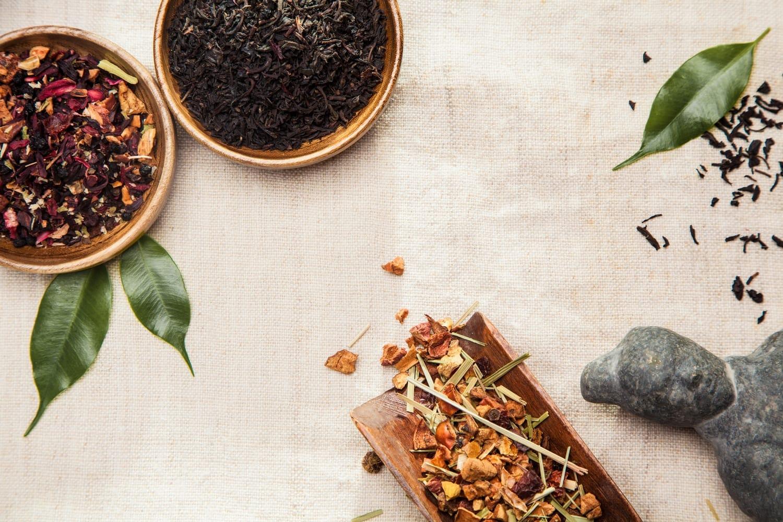 verzameling van chinese kruiden die symboliseren de chinese geneeskunde
